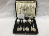 A set of six silver teaspoons, Sheffield 1934, cased.