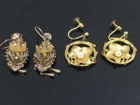 Two pairs of antique gold earrings. (4)