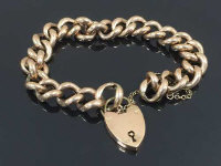 A 9ct gold bracelet with heart clasp, 16.8g.