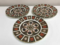A set of eight Royal Crown Derby dinner plates, diameter 26.5 cm, Imari pattern 1128.  (8)
