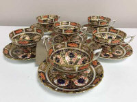 A set of six Royal Crown Derby tea cups and saucers, pattern 9021. (12)