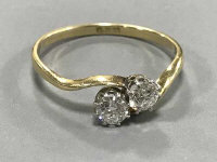 18ct two stone diamond twist ring (old cut) - approximately .6ct