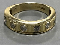 18ct half eternity ring with eight stones 5.2 grams