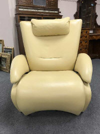 A cream leather adjustable contemporary armchair by De Sede, height 100 cm.