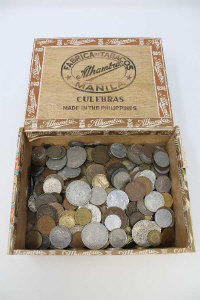 A collection of coins of the world including American half dollar, mostly 20th century. (Q)