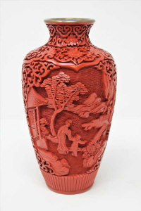 A Chinese cinnabar lacquer vase, height 20cm.