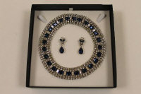 A blue and white paste dress collar, together with matching earrings. (2)
