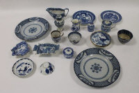 Nineteen items of eighteenth century and later blue and white china. (19)