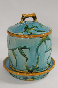 A majolica lidded barrel on stand, height 31 cm.