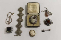 A Scottish agate brooch, together with a sterling silver necklace and  eight other items of  jewellery. (10)