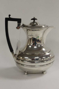 A silver hot water jug, Sheffield 1918, 24 oz.