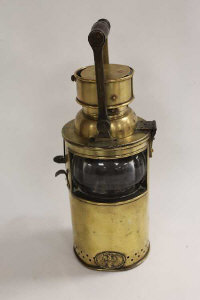 A Joseph Ratcliff & Sons brass railway signal lamp, height 34 cm.
