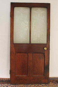 A Victorian mahogany bar door with two etched glass panels, together with the matching two side panels. (3)