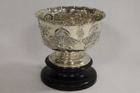 A silver embossed bowl on stand, Edinburgh 1905, 13 oz.