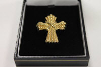 A 14ct gold crucifix pendant, 3g.