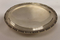 A silver shallow dish on raised foot, Birmingham 1990, width 13 cm, 126.2g.