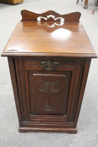An Edwardian mahogany coal receiver with liner, width 36 cm.