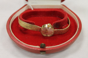 A 9ct gold lady's Omega wrist watch, 20.4g.