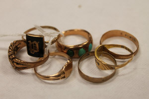 A 9ct gold mourning ring, together with a turquoise set ring and five other 9ct gold rings. (7)