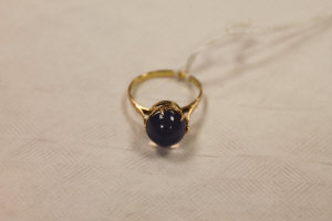 A 14ct gold cabochon ring.