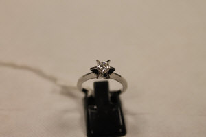 An 18ct white gold diamond solitaire ring, approximately 0.40ct, colour D/E, clarity VS.