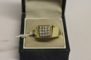 An 18ct gold ring set with eleven diamonds, approximately 0.5ct.