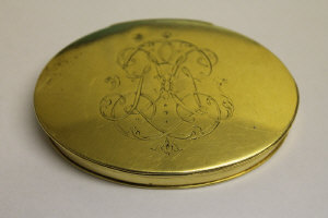 A rare mid eighteenth century gold oval snuff box, tested as 22ct, 81.3g.