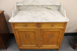 An early twentieth century marble topped oak wash stand, width 100 cm.