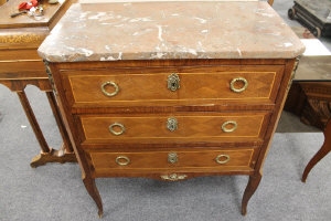 An early twentieth century inlaid walnut marble topped three drawer commode, width 67 cm.