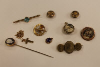 A collection of  Victorian and later jewellery to include a lava cameo brooch, a 9ct gold bar brooch, double sided locket etc. (Q)