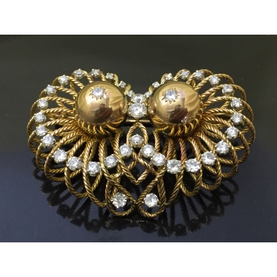 A heavy 18ct gold brooch 31.5g, set with 39 diamonds approximately 2.8ct.